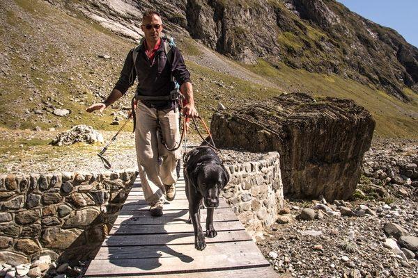 Didier Vedere et Hegoak en randonnée