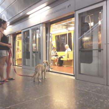 Ohara et Edith son éducatrice sur le quai du métro