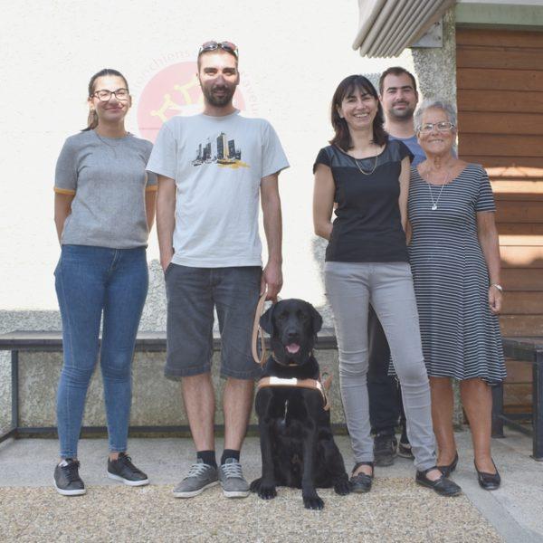 Sébastien Nosjean avec Medley entouré par la famille d'accueil