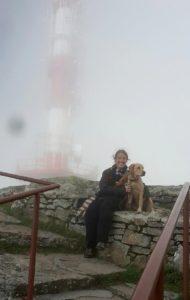 Pauline et Ohara à la Rhune dans les nuages