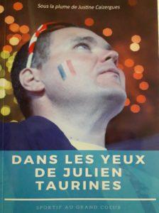 Couverture du Livre : portrait de julien Taurines regardant à droite vers le haut.
