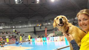 Ohara et Pauline, spectatrice d'un match de volley-ball