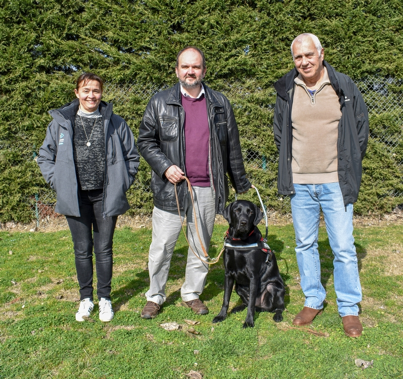 Mr Lamb et Monoï entourés par Magali, directrice technique et Alain Gil, famille d'accueil
