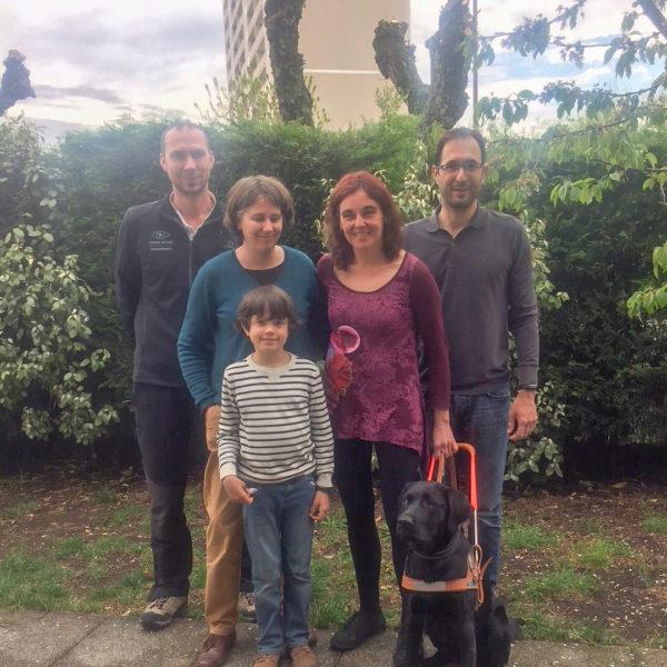 Mme Monterde Lapena et Navy entourées par la famille Monin, la famille d'accueil