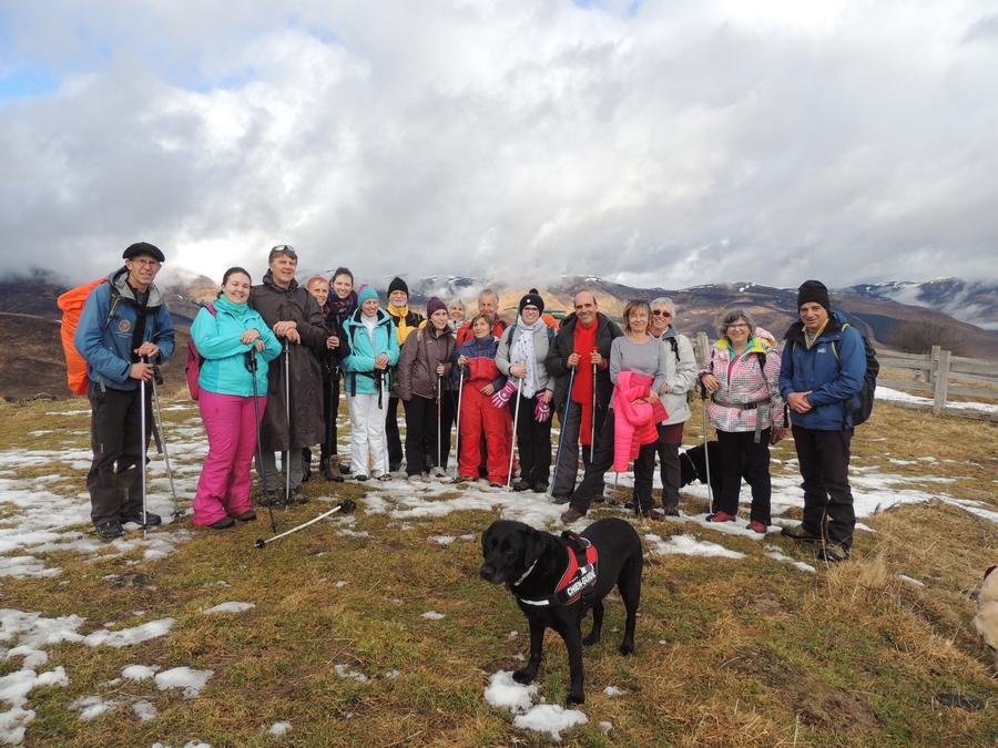 photo de groupe en pleine montagne