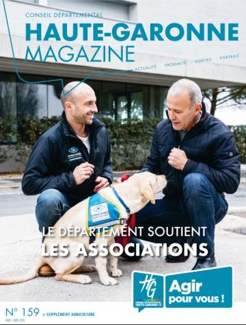 couverture du magazine avec Damien, éducateur et Patrice Ribul Conte, famille d'accueil de Polka, élève chien guide
