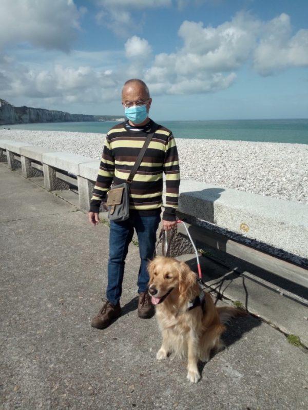 Bruno et Pipa prennent la pose devant la mer